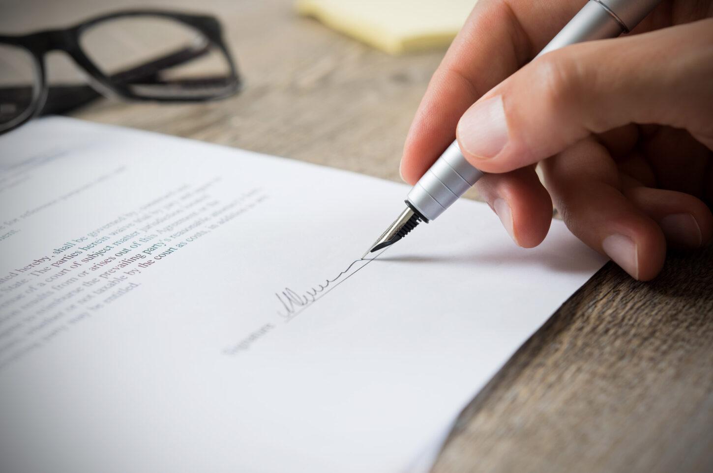 Unterschrift eines Vertrags